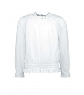 B.Nosy white blouse with lace tape